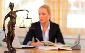 Почему многие негативно относятся к юристам?